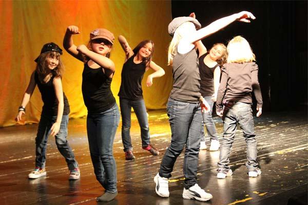 kind tanzt hip hop zur despasitu